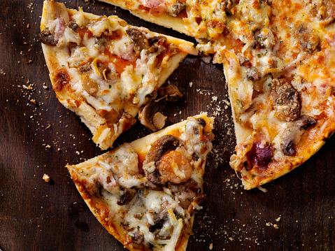 Homemade「Roasted Mushroom, Garlic and Red Onion Thin Crust Pizza」:スマホ壁紙(4)