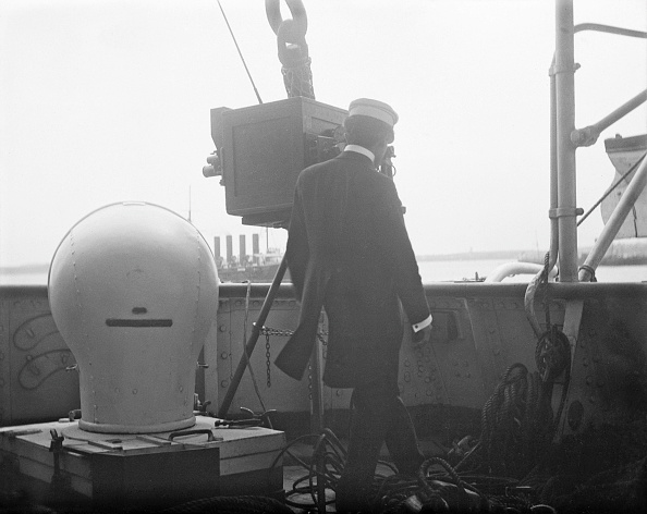 Sailor「Filming On HMS Repulse」:写真・画像(2)[壁紙.com]