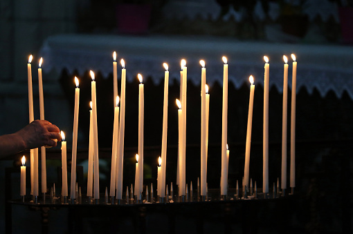 Praying「Auxerre cathedral dedicated to Saint Stephan. Church candles. France.」:スマホ壁紙(15)
