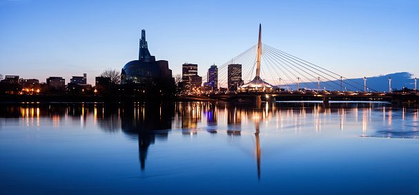 Footbridge「Canada, Manitoba, Winnipeg, Illuminated skyline reflecting in calm Assiniboine River」:スマホ壁紙(3)
