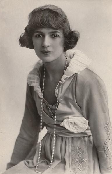Edwardian Style「Miss Julia James」:写真・画像(2)[壁紙.com]