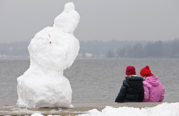 雪だるま「Wannsee Lake Opens To Bathers Despite Ongoing Winter」:写真・画像(8)[壁紙.com]
