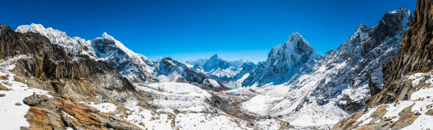 Dramatic snowy mountain peaks panorama high altitude Himalayas Khumbu Nepal:スマホ壁紙(壁紙.com)
