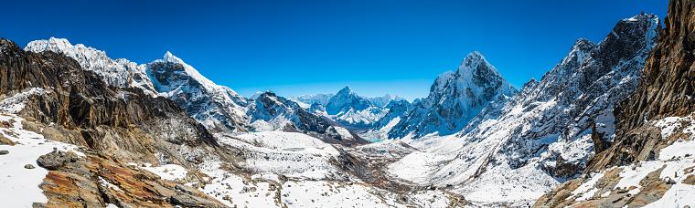Khumbu「Dramatic snowy mountain peaks panorama high altitude Himalayas Khumbu Nepal」:スマホ壁紙(11)