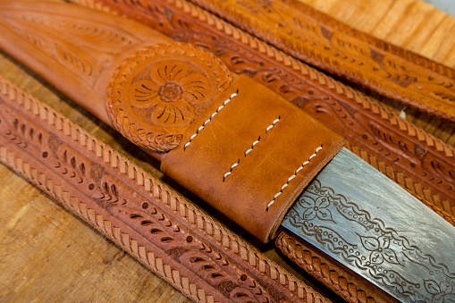 Belt「Hand-tooled leather belt with knife holder」:スマホ壁紙(9)