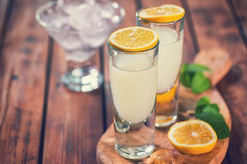 Liqueur「Italian Limoncello,Traditional Liqueur With Lemons」:スマホ壁紙(13)