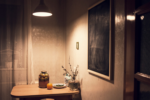 Old-fashioned「Food on corner table in kitchen with blackboard」:スマホ壁紙(17)
