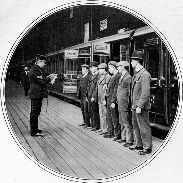 Railroad Station「Army recruits off to join up, London, c1900 (1901)」:写真・画像(9)[壁紙.com]