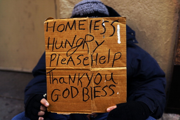 Homelessness「Panhandlers' Placards Show Signs Of Continued Economic Hardship」:写真・画像(11)[壁紙.com]