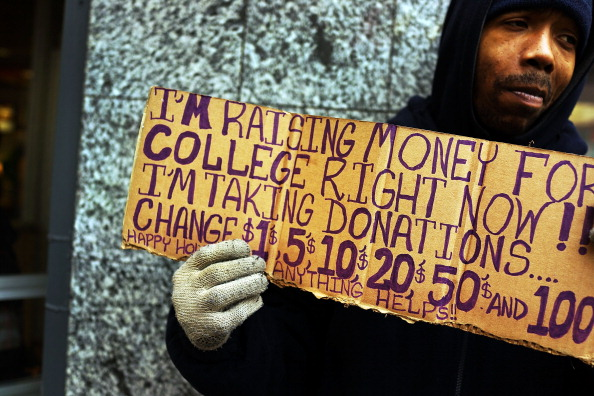 Homemade「Panhandlers' Placards Show Signs Of Continued Economic Hardship」:写真・画像(13)[壁紙.com]