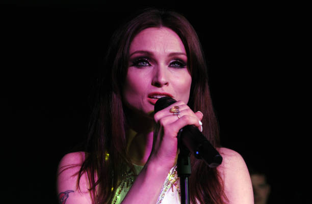 Sophie Ellis Bextor Performs By Candlelight For The WWF Earth Hour:ニュース(壁紙.com)