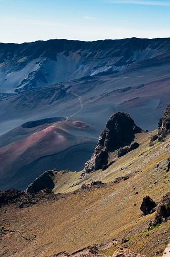 Haleakala Crater「Colourful cinders catch the morning light」:スマホ壁紙(5)