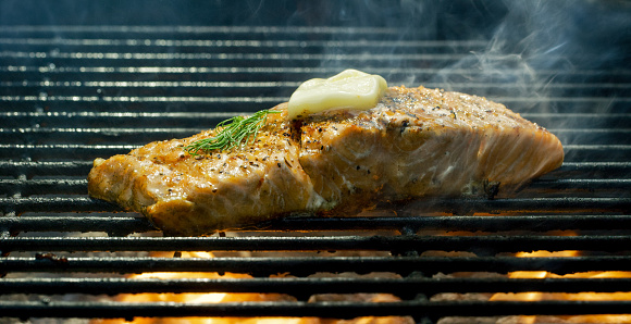 Ketogenic Diet「A Seasoned Salmon Steak Fillet Cooks on a Flaming Barbecue Grill」:スマホ壁紙(2)