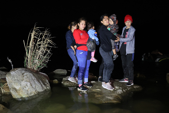 Southern USA「Migrants Cross Into Texas From Mexico」:写真・画像(3)[壁紙.com]