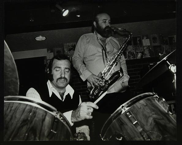 ドラマー「Alan Jackson (drums) and Don Weller (saxophone) playing at The Bell, Codicote, Hertfordshire, 1980. .」:写真・画像(1)[壁紙.com]