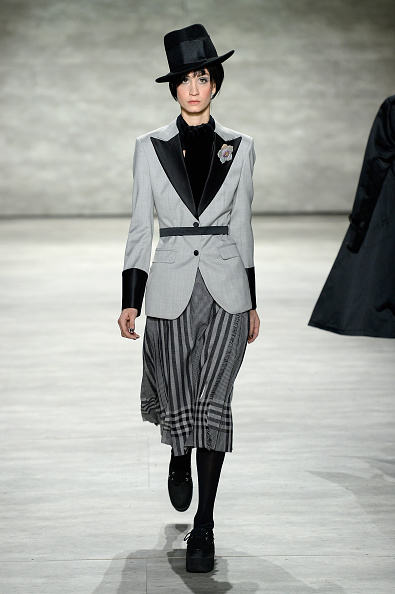 Gray Skirt「Malan Breton - Runway - Mercedes-Benz Fashion Week Fall 2015」:写真・画像(19)[壁紙.com]