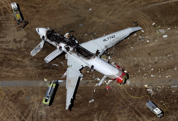 Airport Runway「Boeing 777 Crashes At San Francisco Airport」:写真・画像(14)[壁紙.com]
