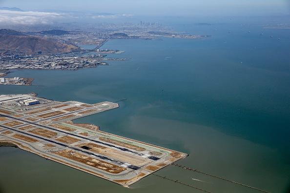 Airport Runway「Boeing 777 Crashes At San Francisco Airport」:写真・画像(3)[壁紙.com]