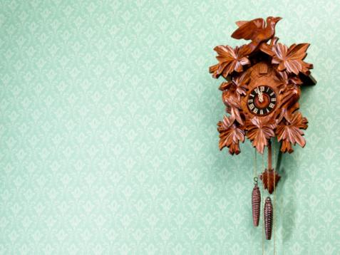 Midnight「Cuckoo-Clock against wallpapered wall」:スマホ壁紙(19)