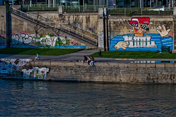 Street Art「Vienna; Summer Scene On The Danube Canal; Graffiti」:写真・画像(6)[壁紙.com]