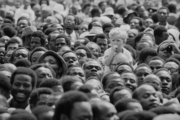 Sucking「Boy At Kenyatta's Funeral」:写真・画像(3)[壁紙.com]