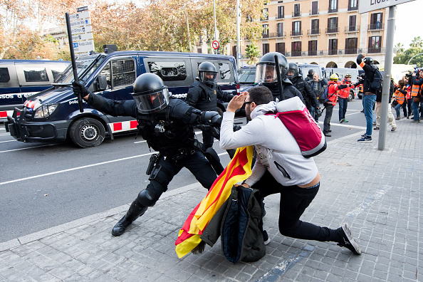 スペイン バルセロナ「Protests Against Spain's Cabinet Meeting Take Place In Barcelona」:写真・画像(19)[壁紙.com]