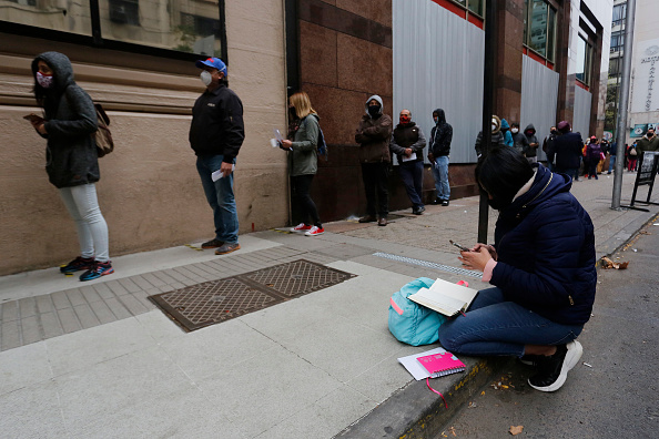 In A Row「Unemployment Record in Santiago Metropolitan Area」:写真・画像(4)[壁紙.com]