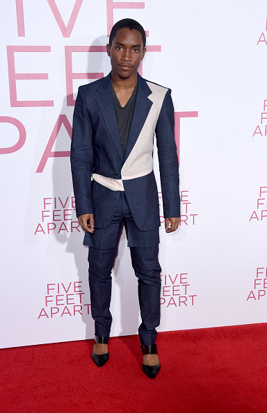 "Full Suit「Premiere Of Lionsgate's ""Five Feet Apart"" - Arrivals」:写真・画像(19)[壁紙.com]"