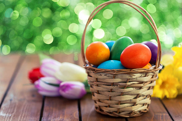 Colored Easter eggs in basket:スマホ壁紙(壁紙.com)