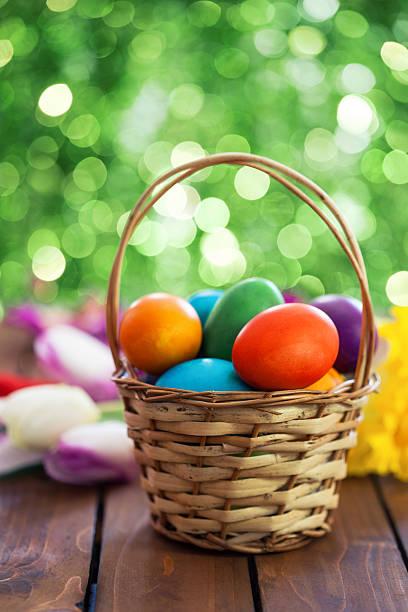 Colored Easter eggs in basket:スマホ壁紙(壁紙.com)