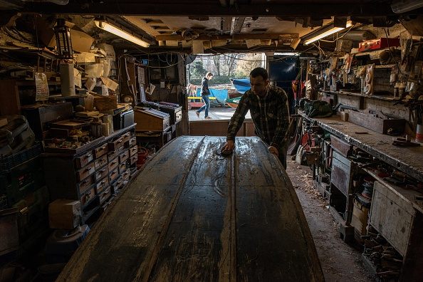 Finance and Economy「Craftsmen Use Traditional Methods To Build Wooden Rowing Boats」:写真・画像(9)[壁紙.com]
