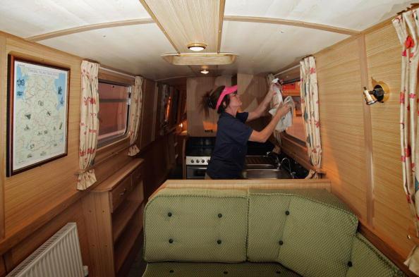 Passenger Cabin「Boat Builders Prepare Narrow Boats To Meet High Demands」:写真・画像(17)[壁紙.com]