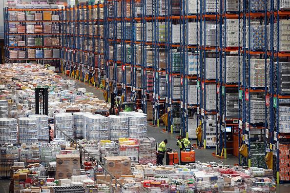 Sainsburys「Sainsburys Prepare For Christmas At Their Vast Distribution Centre」:写真・画像(17)[壁紙.com]