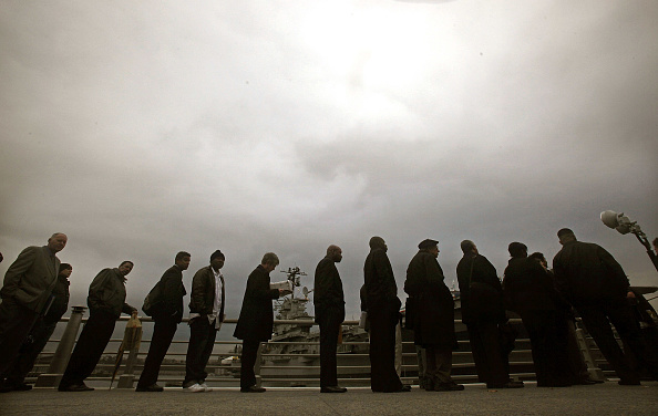 Waiting「Department Of Labor Hosts Job Fair For Veterans At U.S.S. Intrepid」:写真・画像(0)[壁紙.com]