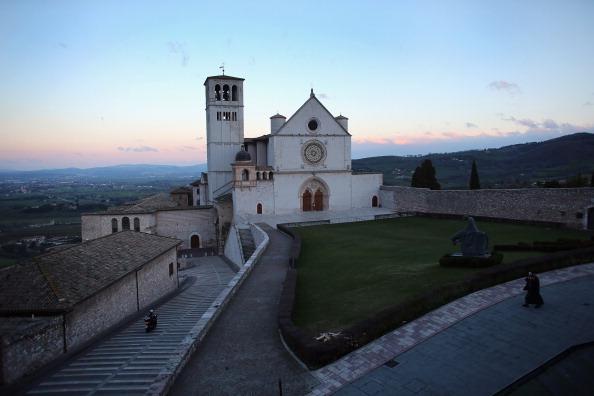 バシリカ「Assisi In Umbria Birthplace Of Francis Of Assisi From Who The Newly Elected Pontiff Has Taken His Papal Name」:写真・画像(5)[壁紙.com]
