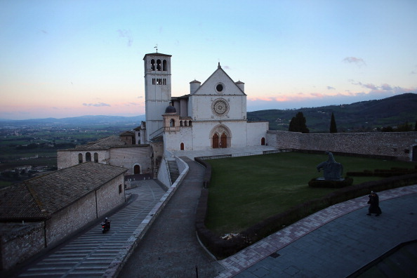 Basilica「Assisi In Umbria Birthplace Of Francis Of Assisi From Who The Newly Elected Pontiff Has Taken His Papal Name」:写真・画像(9)[壁紙.com]