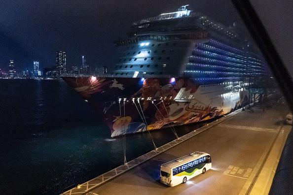 Passenger Craft「Hong Kong Screens Cruise Ship World Dream For The Wuhan Coronavirus」:写真・画像(4)[壁紙.com]
