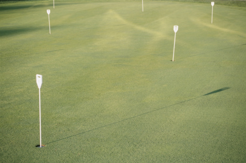Putting - Golf「Flagsticks on putting green」:スマホ壁紙(0)