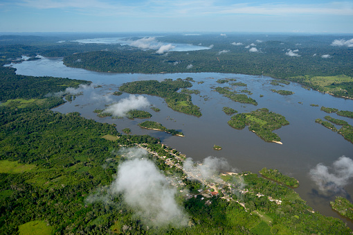 Amazon Rainforest「Brazil, Para, Itaituba, Amazon rainforest, Rio Tabajos, Fishing village Periquito and Islands」:スマホ壁紙(11)