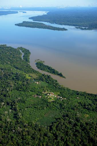 アマゾン熱帯雨林「Brazil, Para, Itaituba, Sawle Muybu, Village of Mudndururu people, Rio Tapajos」:スマホ壁紙(19)