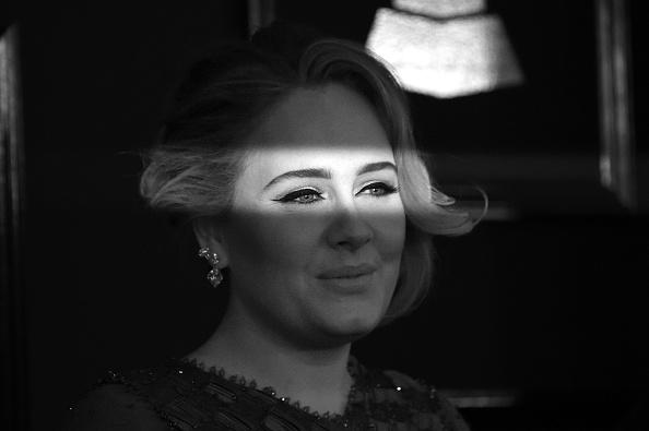 Adele - Singer「The 59th GRAMMY Awards - Arrivals」:写真・画像(12)[壁紙.com]