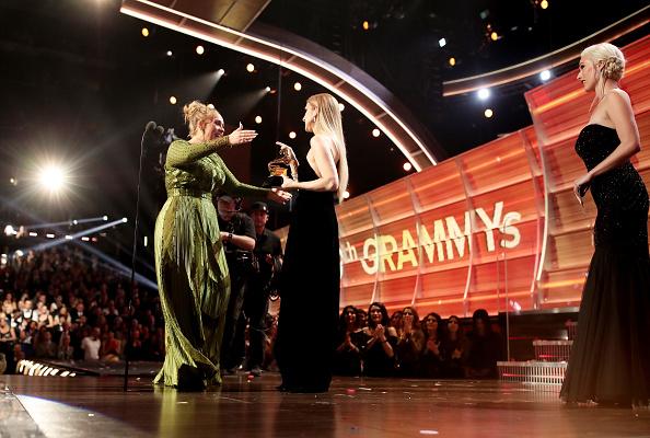 Adele - Singer「The 59th GRAMMY Awards - Roaming Show」:写真・画像(16)[壁紙.com]