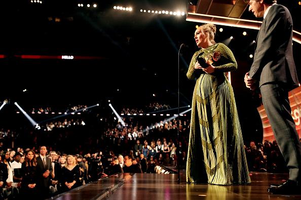 歌手 アデル「The 59th GRAMMY Awards - Roaming Show」:写真・画像(12)[壁紙.com]