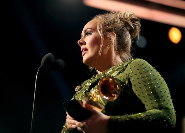 歌手 アデル「The 59th GRAMMY Awards - Roaming Show」:写真・画像(11)[壁紙.com]