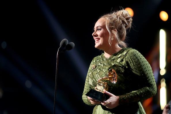 歌手 アデル「The 59th GRAMMY Awards - Roaming Show」:写真・画像(19)[壁紙.com]