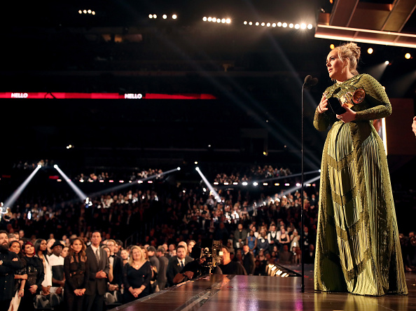Adele - Singer「The 59th GRAMMY Awards - Roaming Show」:写真・画像(15)[壁紙.com]