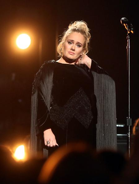 Adele - Singer「The 59th GRAMMY Awards - Roaming Show」:写真・画像(9)[壁紙.com]