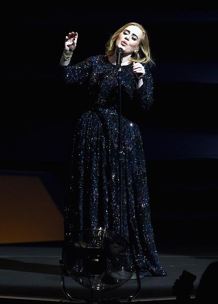 歌手 アデル「Adele Live 2016 - North American Tour In Los Angeles, CA」:写真・画像(5)[壁紙.com]