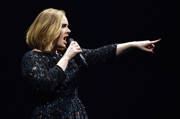 Singing「Adele Performs At The O2 Arena」:写真・画像(6)[壁紙.com]