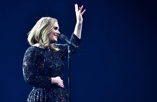 Adele Performs At The O2 Arena:ニュース(壁紙.com)